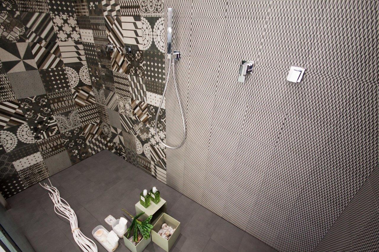 rivestimento pareti doccia in piastrelle